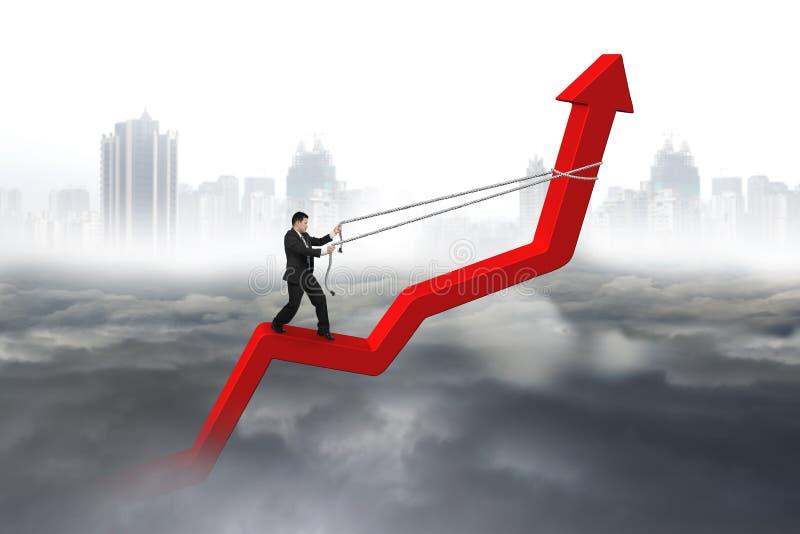 Direzione della freccia di controllo dell'uomo d'affari della linea di tendenza rossa immagine stock libera da diritti