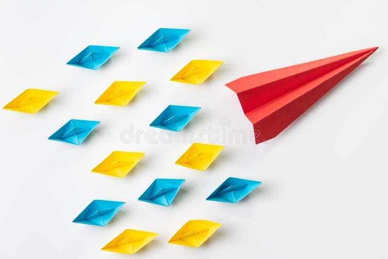 Direzione, influencer, KOL, concetto chiave del leader di opinione, grande rosso fotografie stock