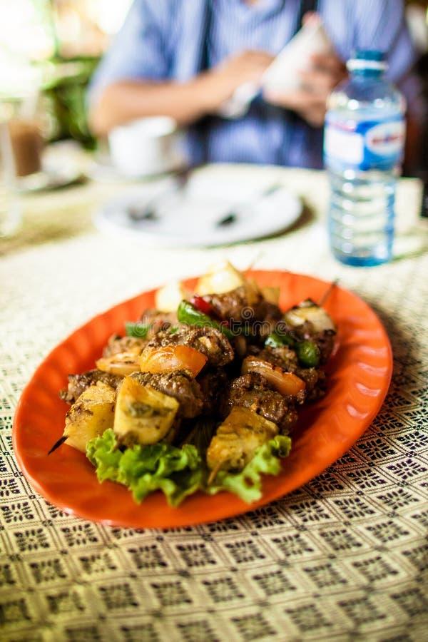 Direzione obliqua tradizionale del manzo del BBQ del Cambodian immagini stock