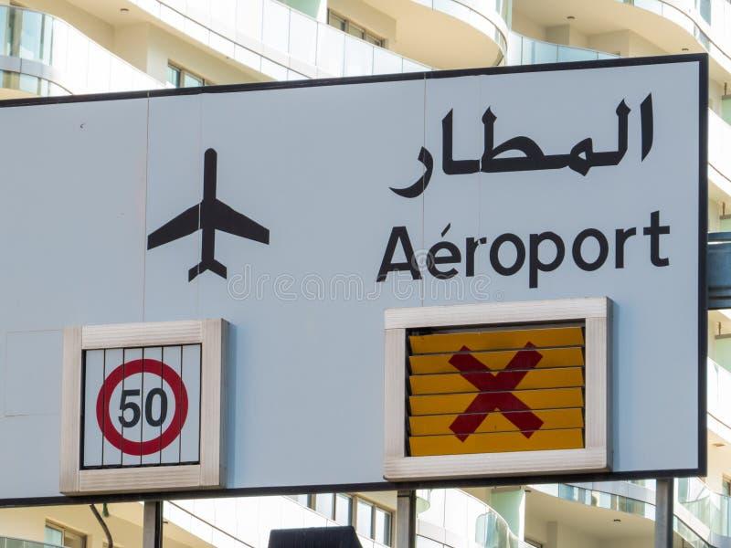 Direzioni del segno all'aeroporto a Beirut, Libano fotografie stock