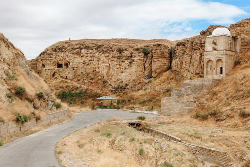 Diri酵母酒蛋糕陵墓在Maraza Gobustan,阿塞拜疆 库存图片