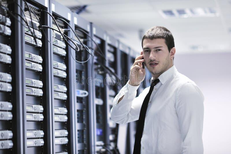Dirige hablar por el teléfono en el sitio de la red imagen de archivo libre de regalías