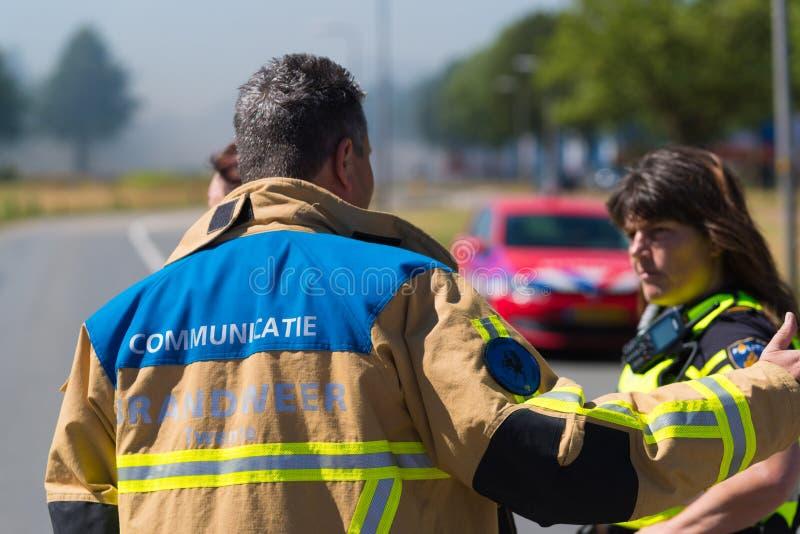 Dirigeant de communication de corps de sapeurs-pompiers images libres de droits