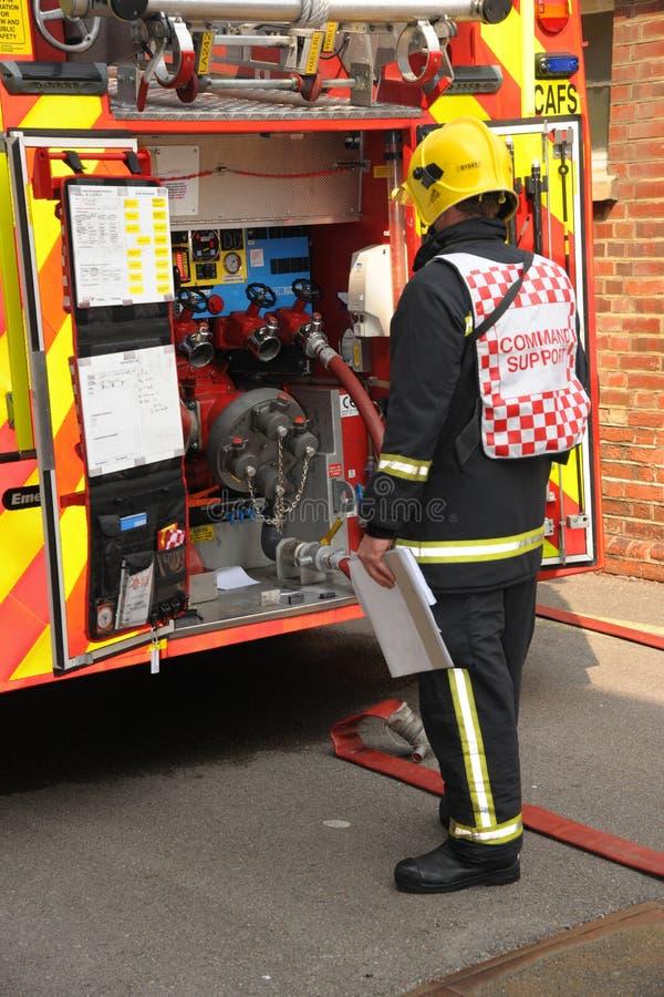 Dirigeant de soutien d'ordre de sapeur-pompier image libre de droits