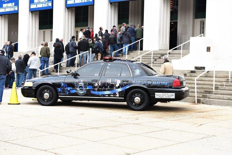 Dirigeants tombés par honneur de voiture de police de New York le comté de Westchester photo libre de droits