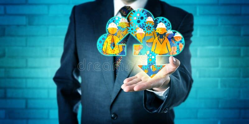 Dirigente che offre i servizi diretti nella nuvola immagine stock