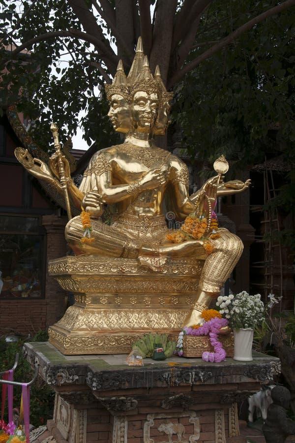 4 dirigieron la estatua de oro del brahma en jard?n en Wat Lok Moli foto de archivo libre de regalías