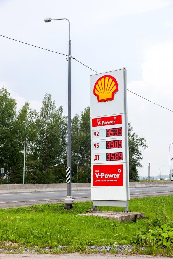 Dirija la muestra, indica el precio del combustible en la gasolinera S imagenes de archivo