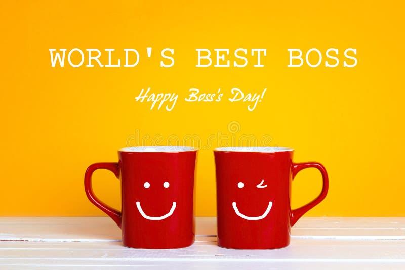 Dirija la tarjeta de felicitación del día con dos tazas de café rojas con una f sonriente foto de archivo