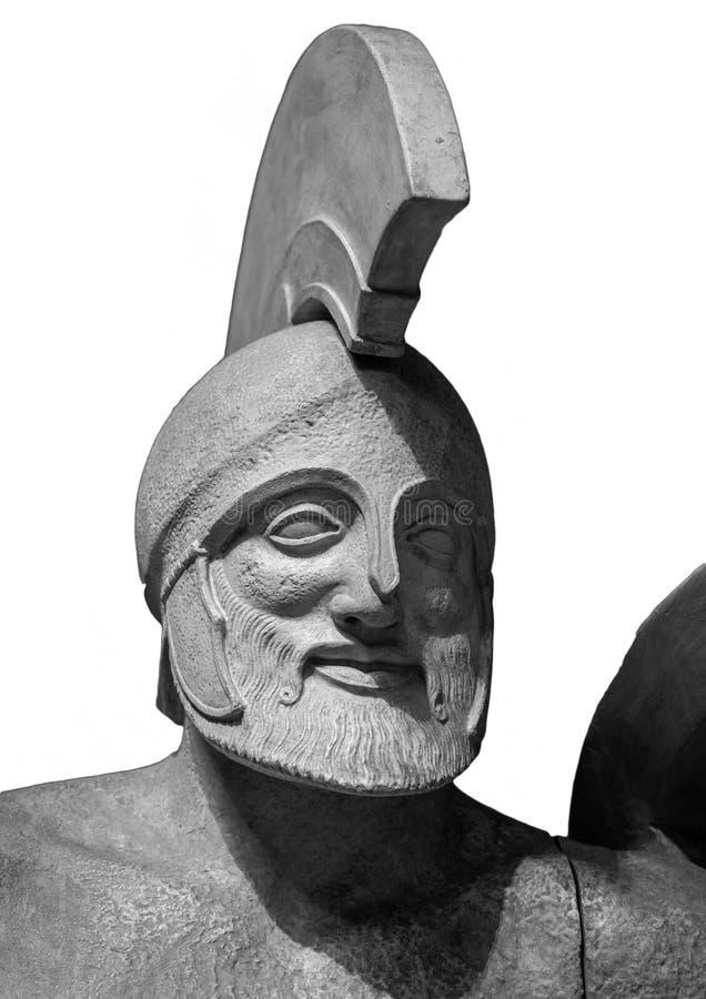 Dirija na escultura antiga grega do capacete do guerreiro Isolado no fundo branco imagem de stock royalty free