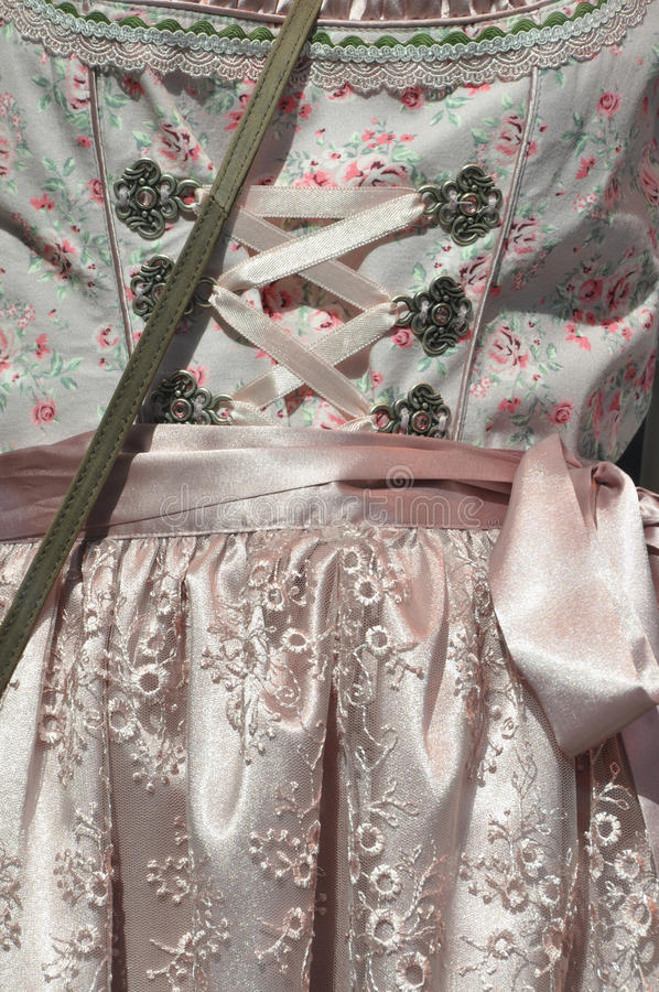 Dirndl-Kleid lizenzfreie stockbilder