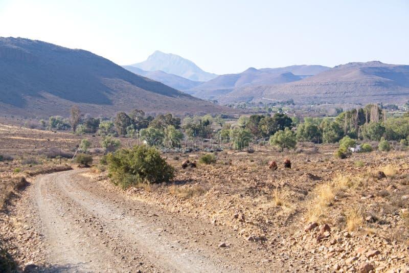 Dirt road to Nieu-Bathesda stock photography
