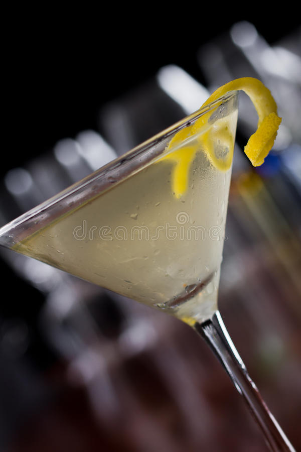 Free Dirty Martini With A Lemon Twist Stock Photography - 29506312
