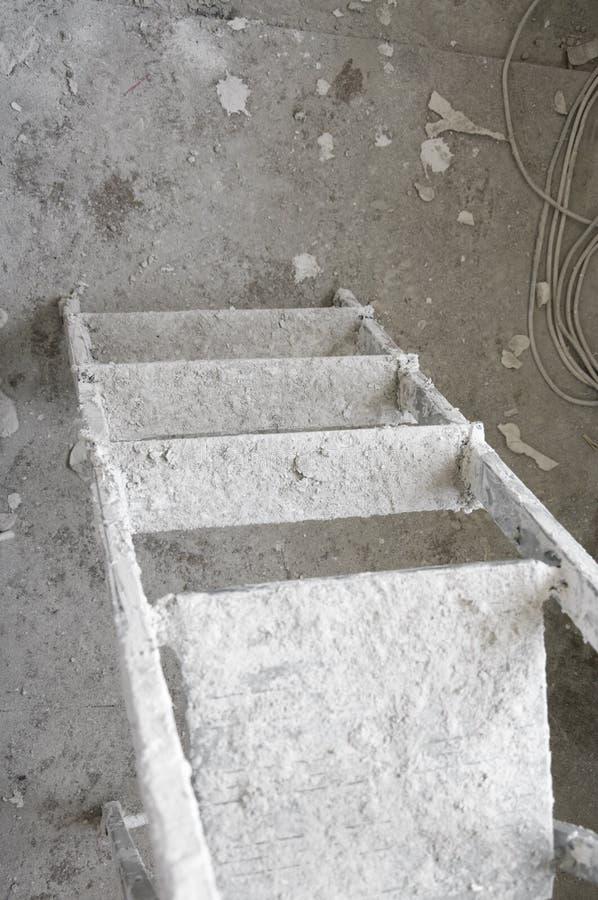 Dirty metallisches Stepladder mit Gisterflecken stockfoto