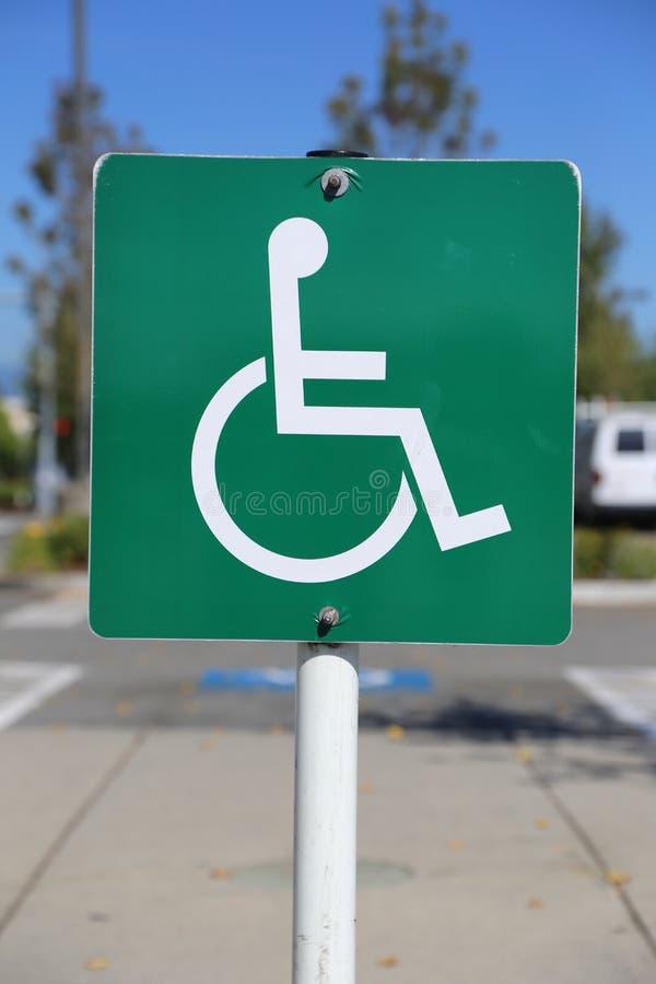 Disattivi il segno di parcheggio fotografia stock libera da diritti