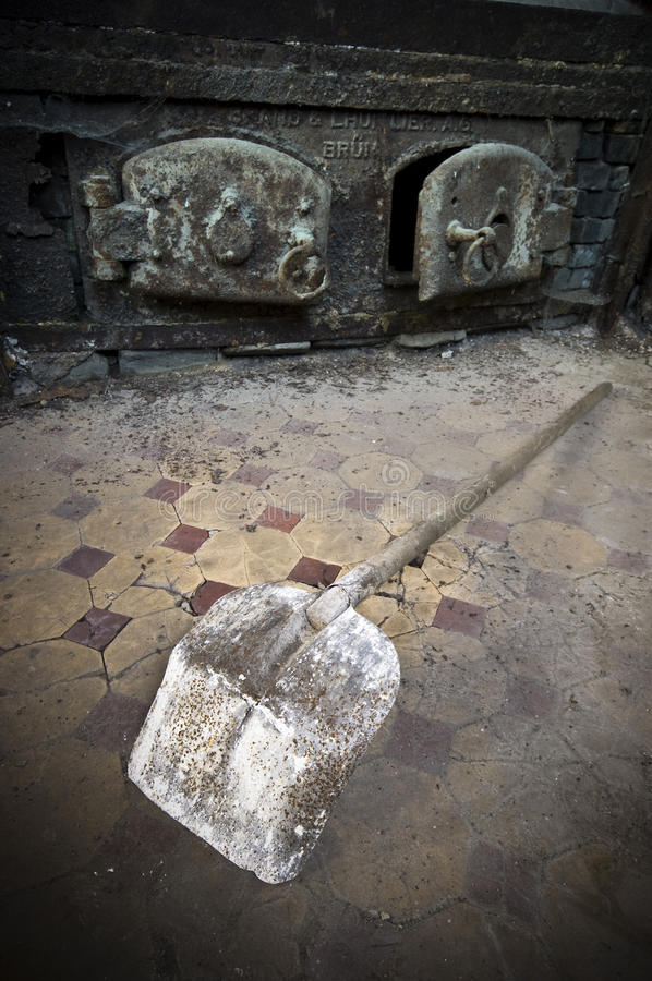 Download Discarded rusty shovel stock photo. Image of forgotten - 11803452