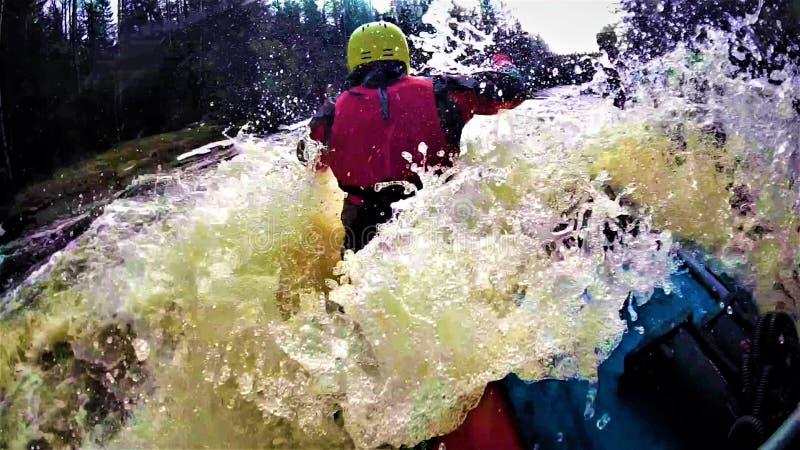 Discesa in barca sul fiume fotografie stock
