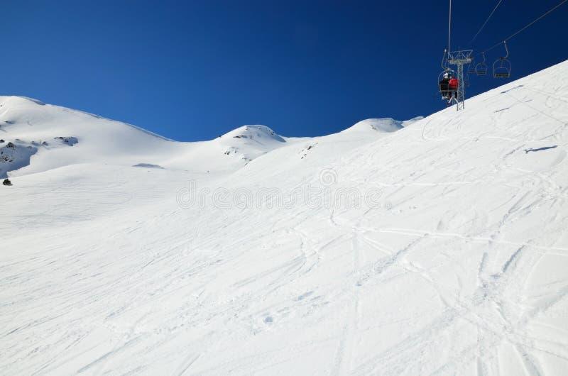 In discesa nell'inverno Pirenei fotografia stock libera da diritti