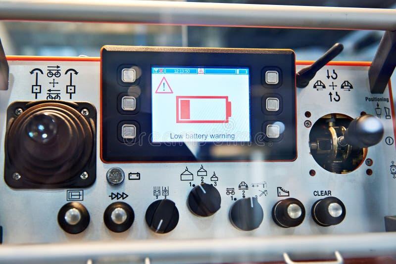 Discharged кран конструкции пульта управления батареи стоковое изображение