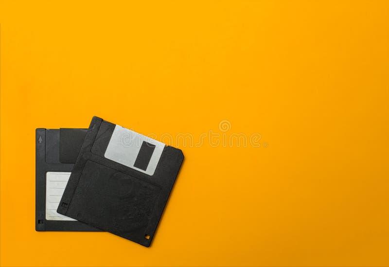 Dischetto due su giallo fotografia stock libera da diritti
