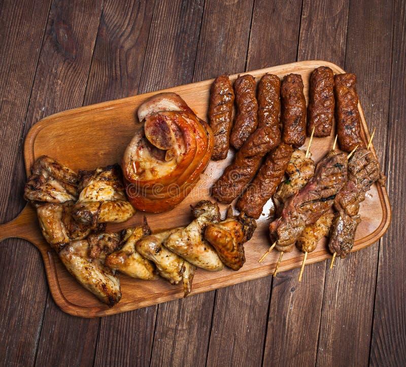 Disco asado a la parrilla mezclado de la carne Carne asada a la parrilla deliciosa clasificada imagenes de archivo