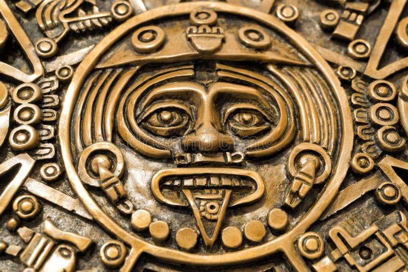 Disco central da pedra asteca do sol ou do calendário asteca, com a cara da deidade solar Tonatiuth fotos de stock royalty free