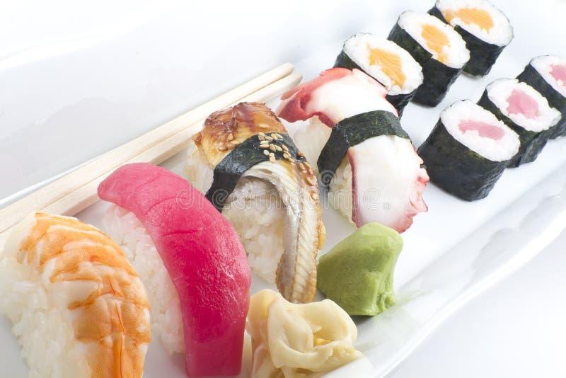Disco clasificado del sushi foto de archivo