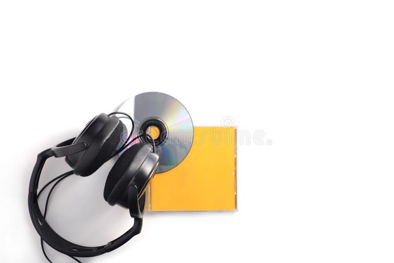 Disco compacto con los auriculares imagen de archivo