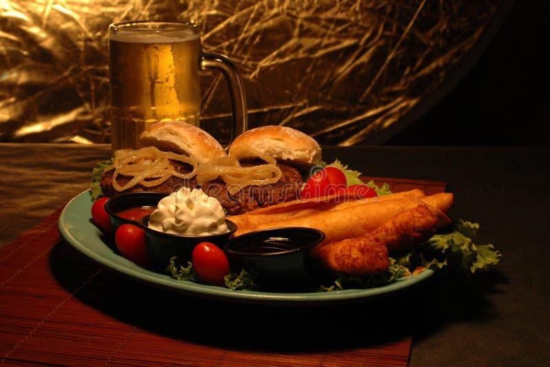 Download Disco Dell'antipasto E Della Birra Immagine Stock - Immagine di antipasti, hamburger: 219955