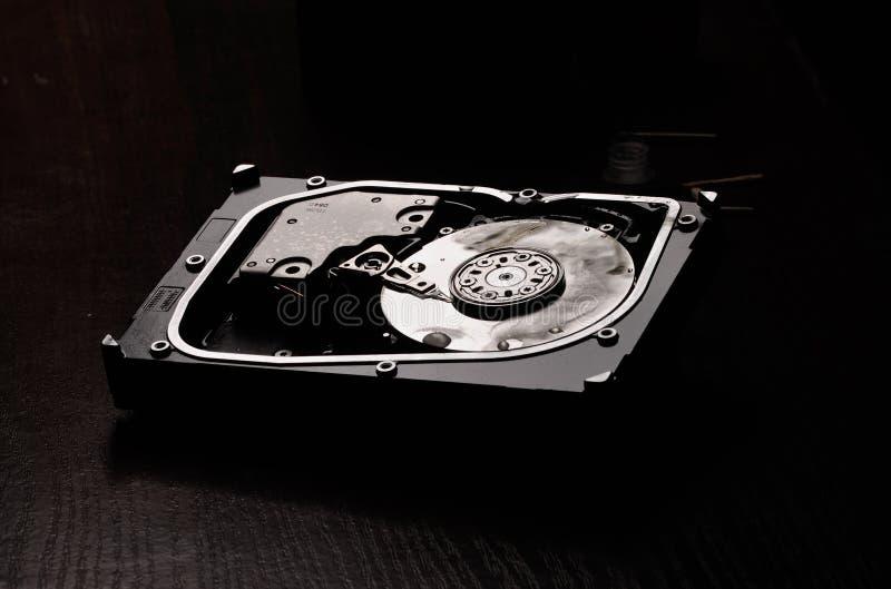 Disco duro abierto después del fuego foto de archivo