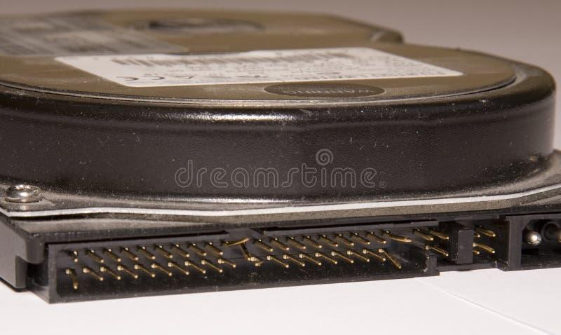 Disco duro de la PC con los pernos doblados del IDE imagenes de archivo