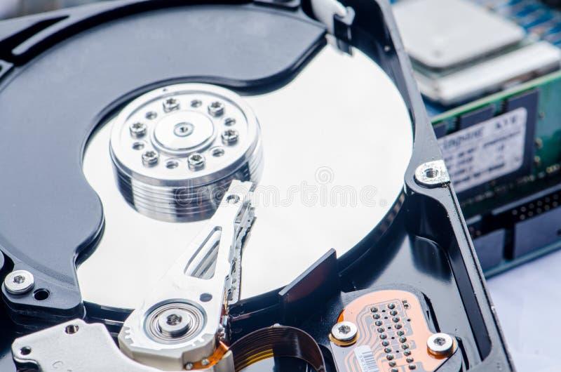 Disco duro desmontado del ordenador fotografía de archivo libre de regalías