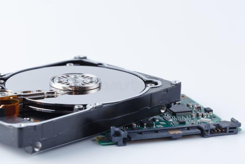Disco duro desmontado del ordenador, hdd con efecto del espejo fotos de archivo