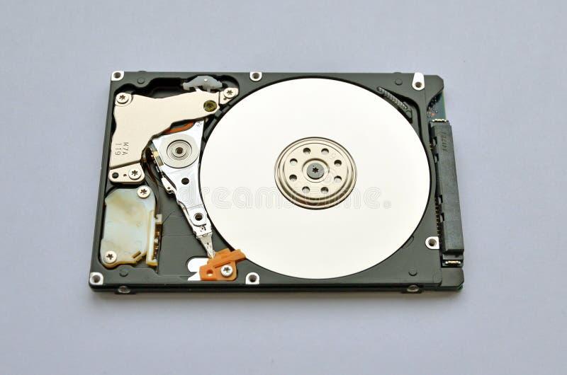 Disco duro desmontado para el ordenador portátil en el fondo blanco fotografía de archivo libre de regalías