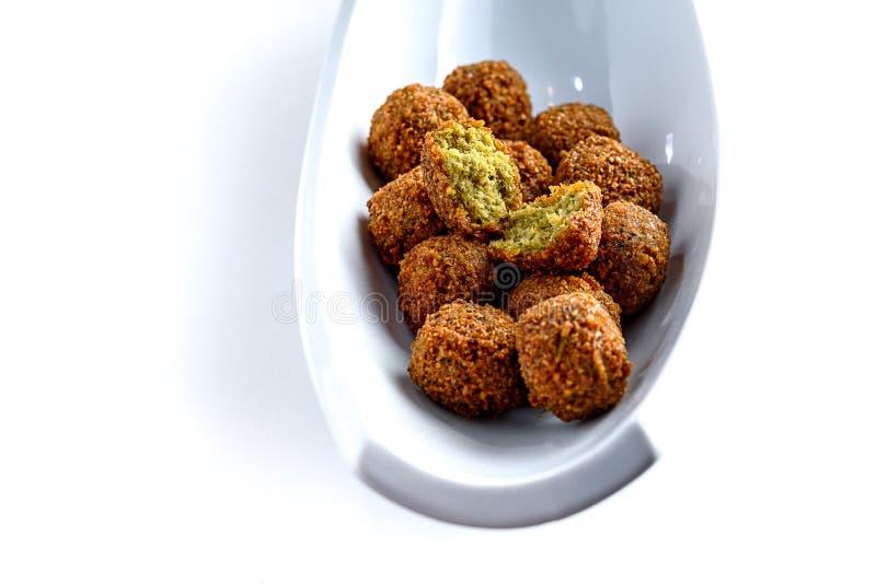 Disco fantástico e irresistible de las bolas apenas-fritas del falafel imagen de archivo