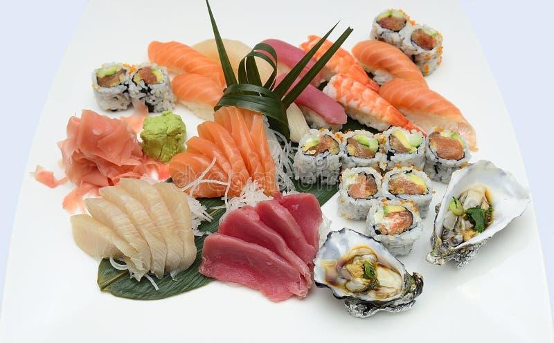 Disco japonés del sashimi del sushi foto de archivo