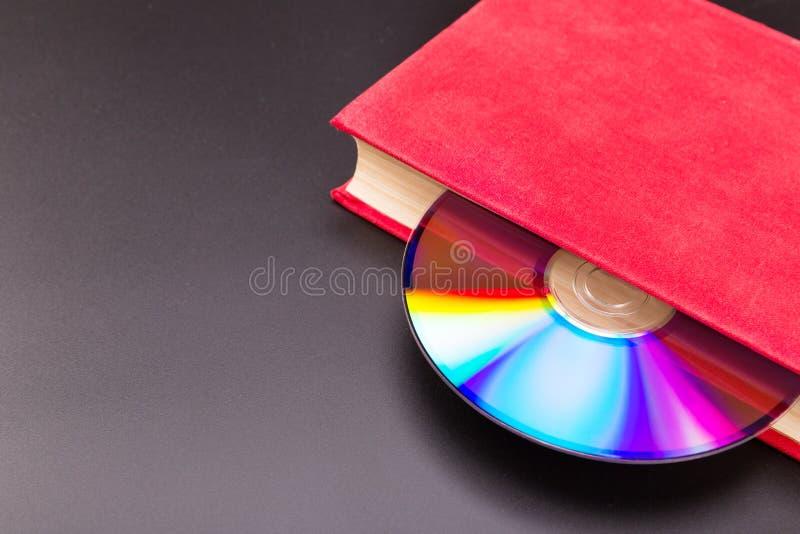 Disco in libro fotografia stock libera da diritti