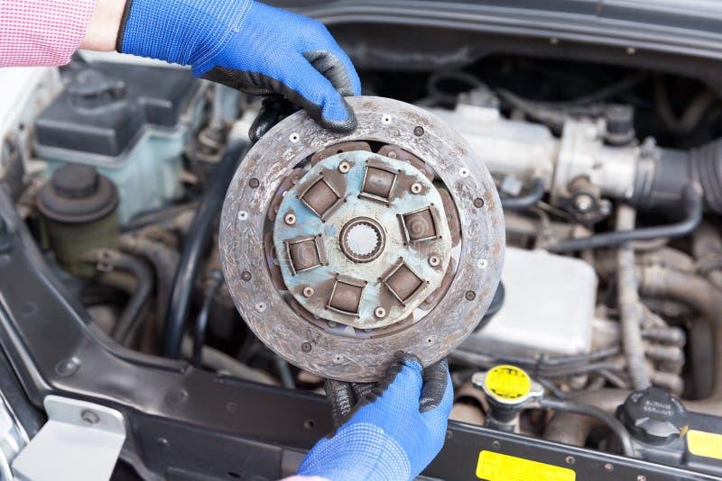 Disco velho da placa de embreagem do carro fotos de stock royalty free