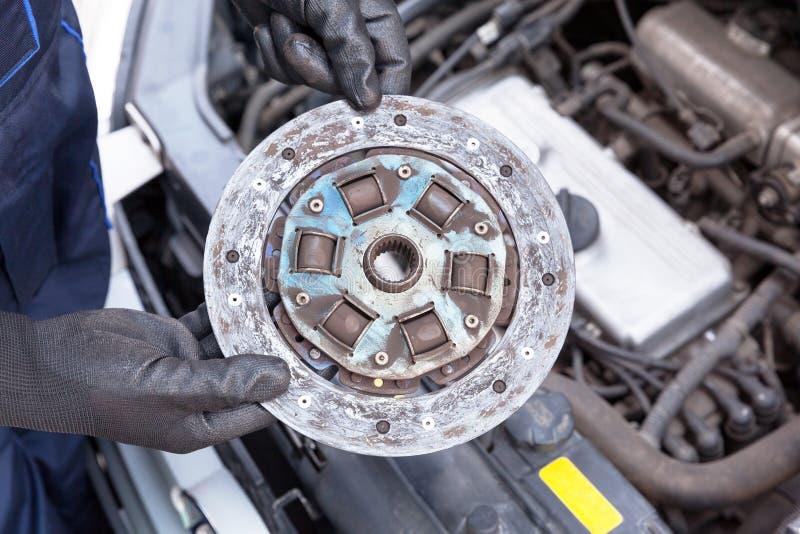 Disco velho da placa de embreagem do carro imagens de stock royalty free
