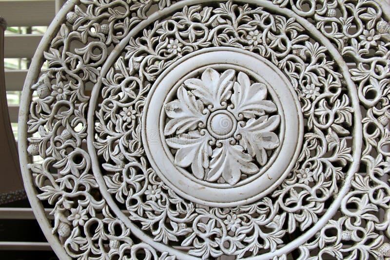 Disco viejo de la cerámica con diseño afiligranado complejo fotos de archivo