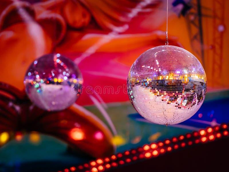 Discoballen in de partijnacht van de discoclub royalty-vrije stock foto's