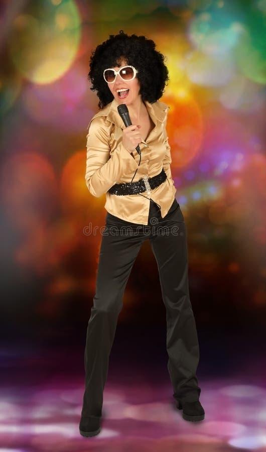 Discofrau mit dem Mikrofon stockfotos