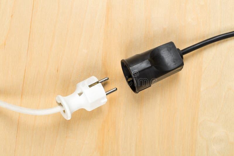 Disconnected белая кабельная фишка европейской державы с черным connecto стоковые фотографии rf