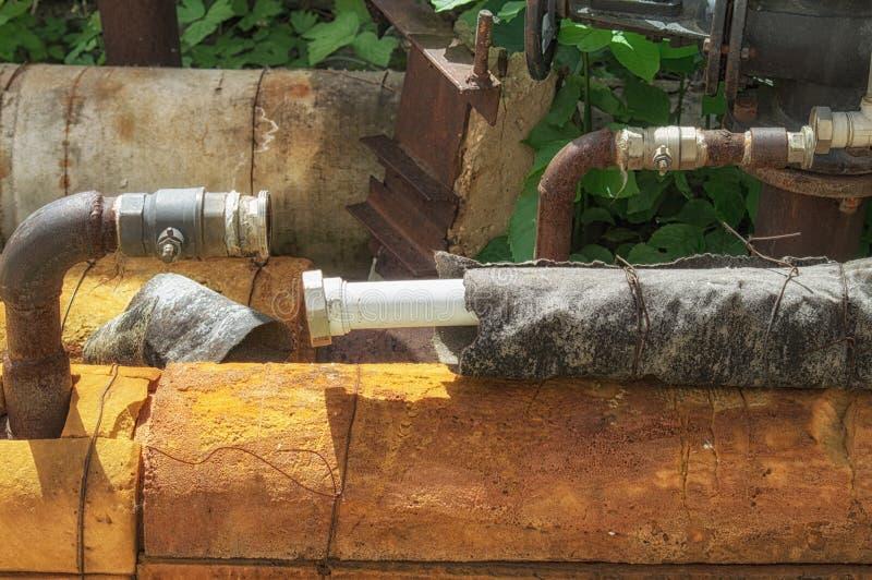 Disconnected трубы водоснабжения Отрежьте для невзноса от жилого водоснабжения дома стоковая фотография rf