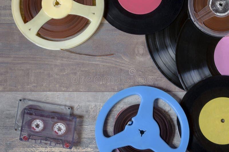 Discos de vinilo, cintas y carretes de la cinta magnética imágenes de archivo libres de regalías