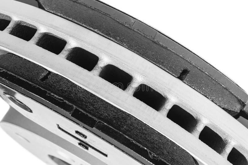 Discos del freno del coche y zapatas de freno aisladas en el fondo blanco Piezas de autom?vil Rotor del disco del freno aislado e imagenes de archivo