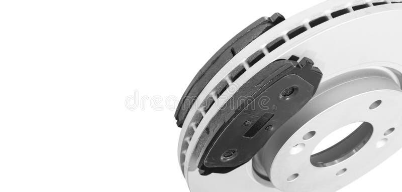 Discos del freno del coche y zapatas de freno aisladas en el fondo blanco Piezas de autom?vil Rotor del disco del freno aislado e foto de archivo