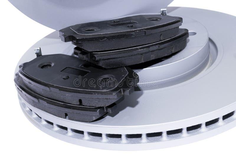 Discos e pastilhas dos freios do freio isolados no fundo branco Peças de automóvel Rotor do disco do freio isolado no branco Disc fotos de stock