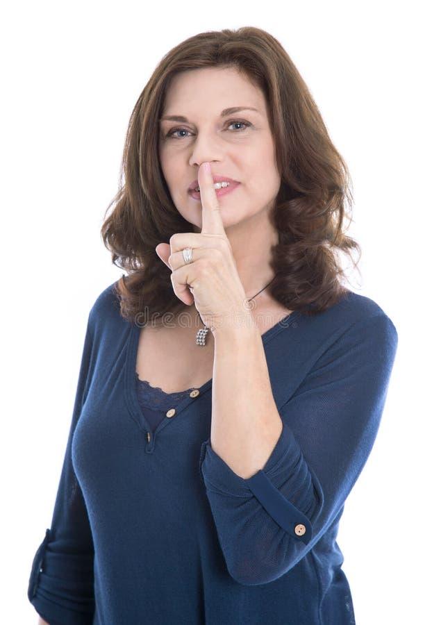 Discreção do conceito: dedo tocante isolado da mulher madura no MOU imagens de stock royalty free