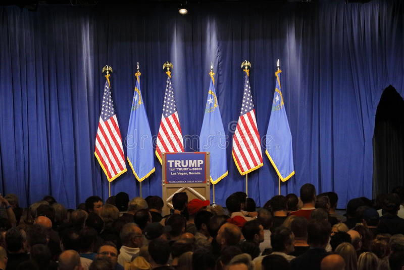 Discurso de la victoria de Donald Trump que sigue triunfo grande en el comité de Nevada, Las Vegas, nanovoltio imagen de archivo
